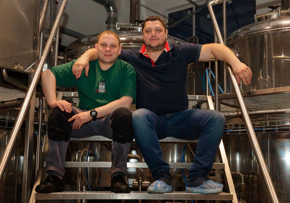 Евгений Корчагин (главный пивовар пивоварни Pivot Point) и Сергей Доценко (учредитель пивоварни Pivot Point)