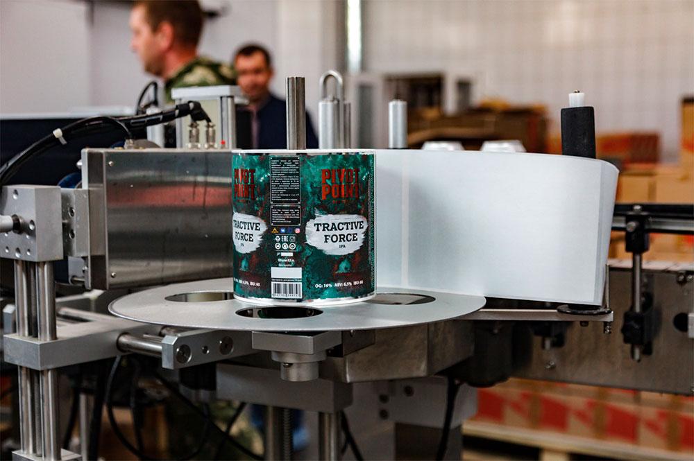 Наклейка этикеток пива Tractive Force от пивоварни Pivot Point